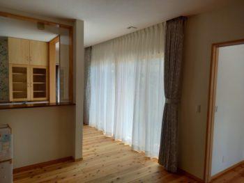 広島市安佐南区 建築設計事務所 かんくう建築デザイン カーテン取付3