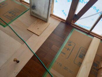 広島市安佐南区 建築設計事務所 かんくう建築デザイン 茶色のフローリング